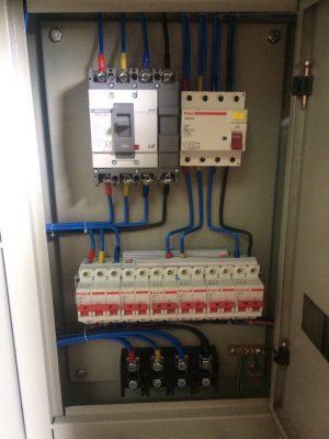 Tủ điện thi công cấp nguồn cho các công trình hoạt động