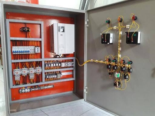 Tủ điều khiển bơm hỗ trợ đóng ngắt nguồn điện nhanh